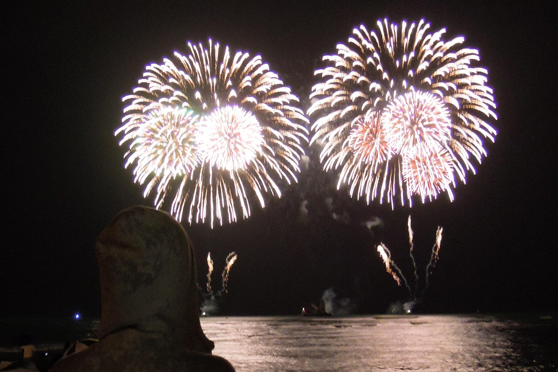 ワイキキビーチから見る長岡花火