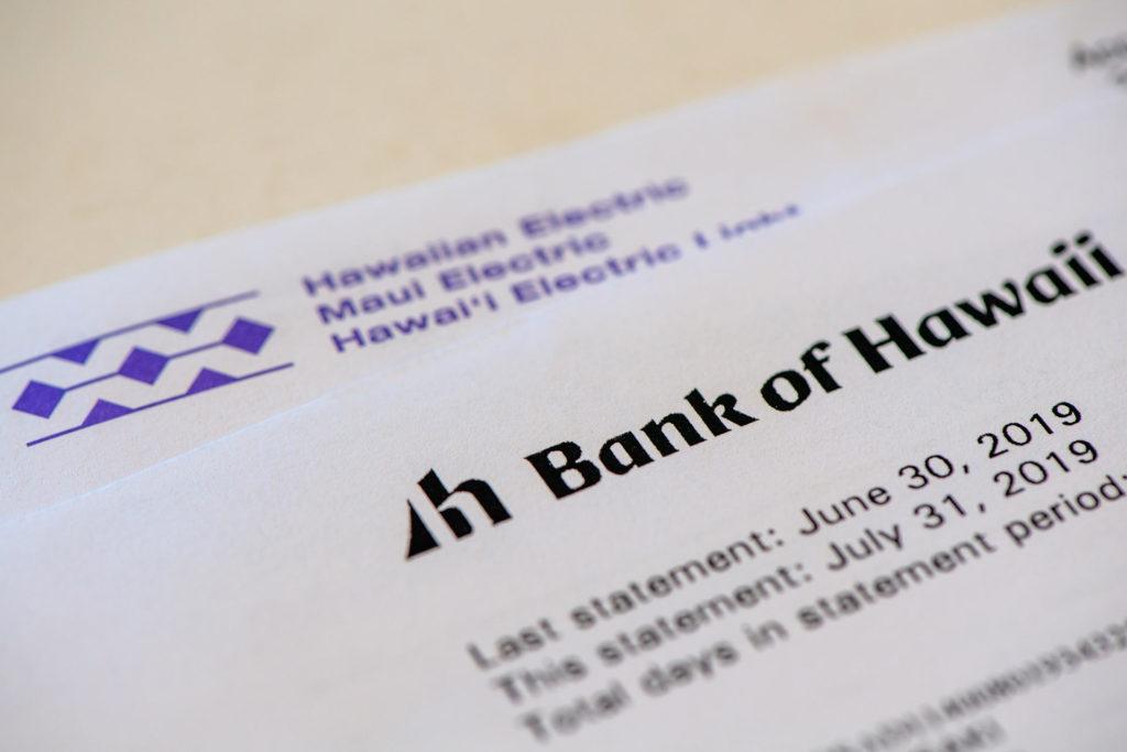 電気料金の請求書と銀行ステートメント