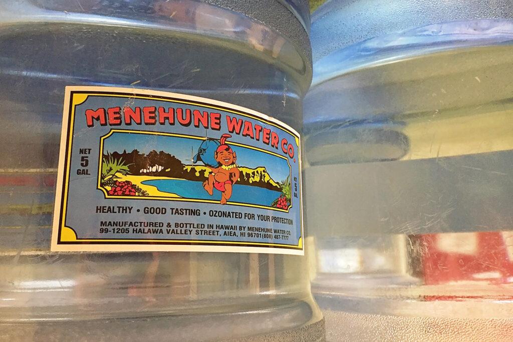 Menehune Water Company のボトルラベル
