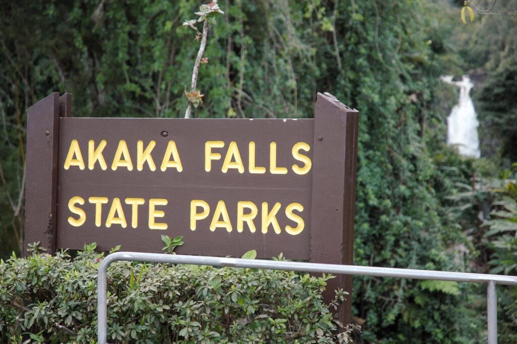 アカカ・フォールズ州立公園