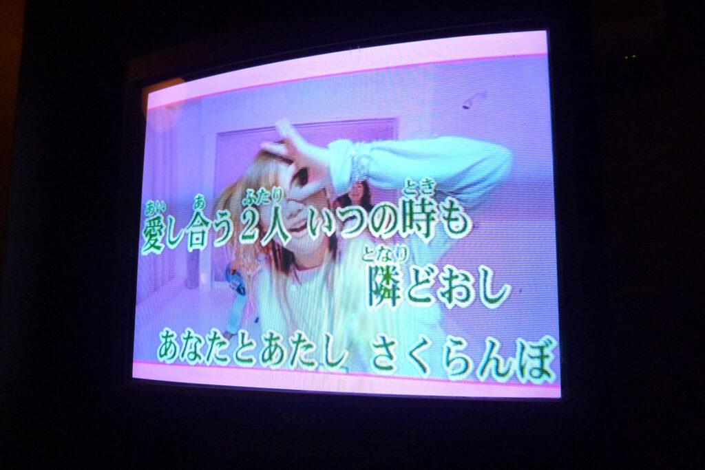 曲の映像も日本語